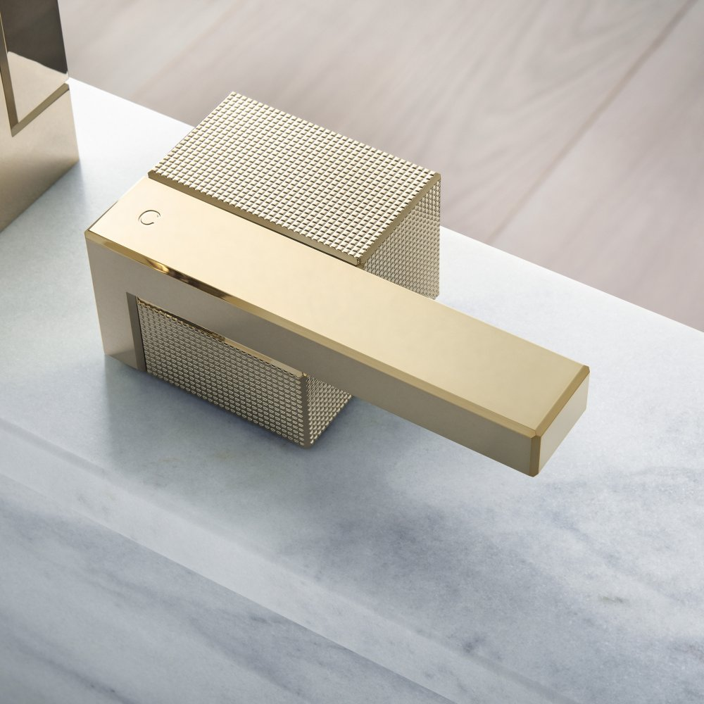 Смеситель для раковины AXOR Edge на 3 отверстия 130 со сливным клапаном Push-Open с алмазной огранкой  46051000